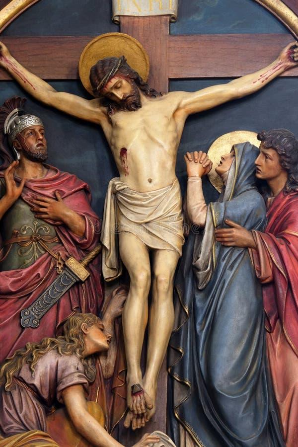 第12个苦路,耶稣在十字架死 库存图片