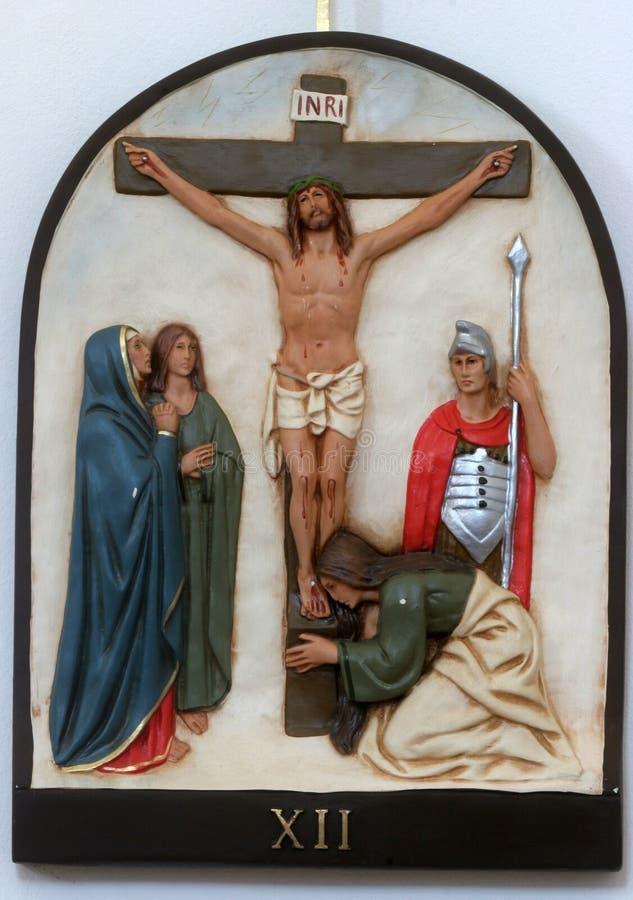 第12个苦路,耶稣在十字架死 图库摄影