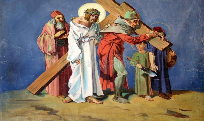 第5个苦路, Cyrene的西蒙运载十字架 免版税库存图片