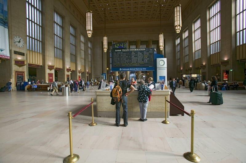 第30个街道驻地和售票亭,一个人口登记历史的地方,美国国家铁路公司火车站内部看法在Philadelph 库存照片