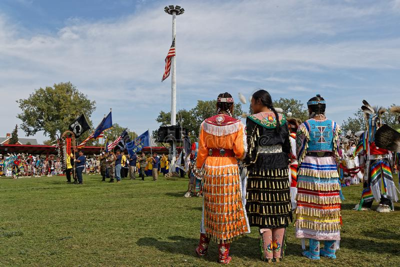 第49本年鉴的仪式的妇女团结了部落战俘Wow 免版税库存图片