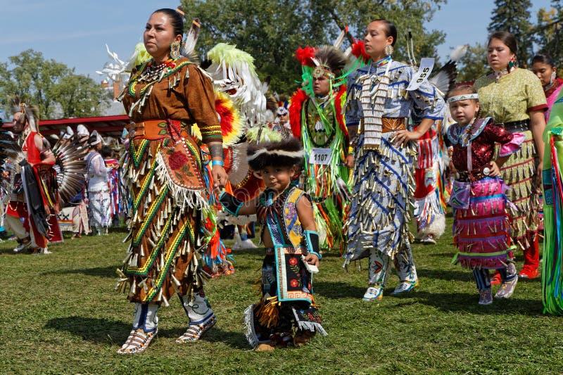 第49本年鉴的盛大词条的妇女舞蹈家团结了部落战俘Wow 免版税库存图片