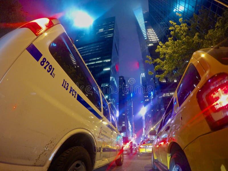 第42条街道在多云夜 免版税库存图片