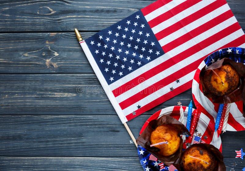 第4的装饰7月天美国独立,旗子,板材用松饼 美国假日装饰 库存图片
