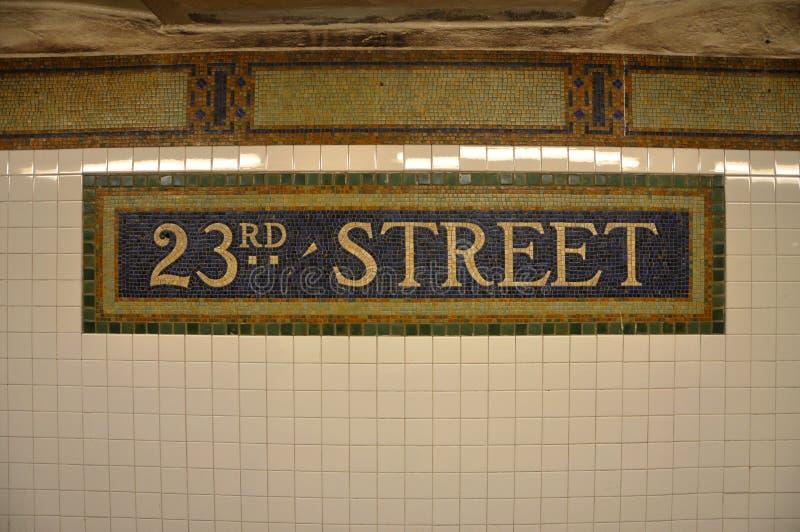 第23个街道地铁的符号在锦砖, NYC的 免版税库存图片