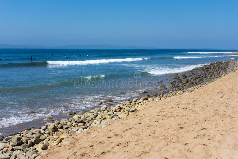 Download 等候大波浪 库存图片. 图片 包括有 浪潮, 夏天, 和平, 火箭筒, 展望期, 五颜六色, 海岛, 蓝色 - 62525581