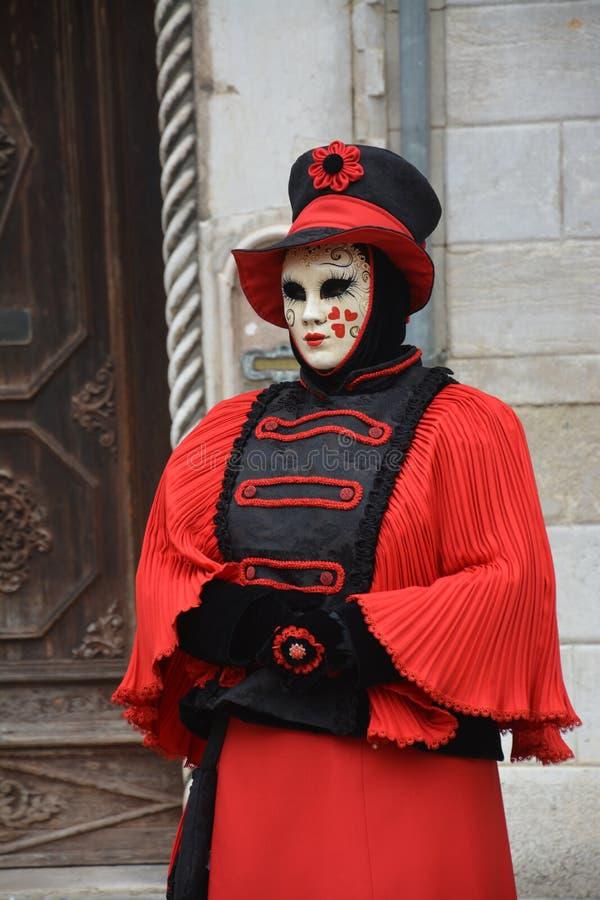 等待伙伴的红色美好的面具在狂欢节在威尼斯 免版税库存图片