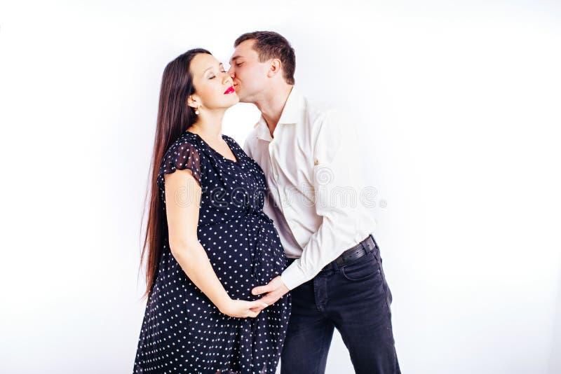 等待她的有丈夫的怀孕的年轻女人孩子 库存照片