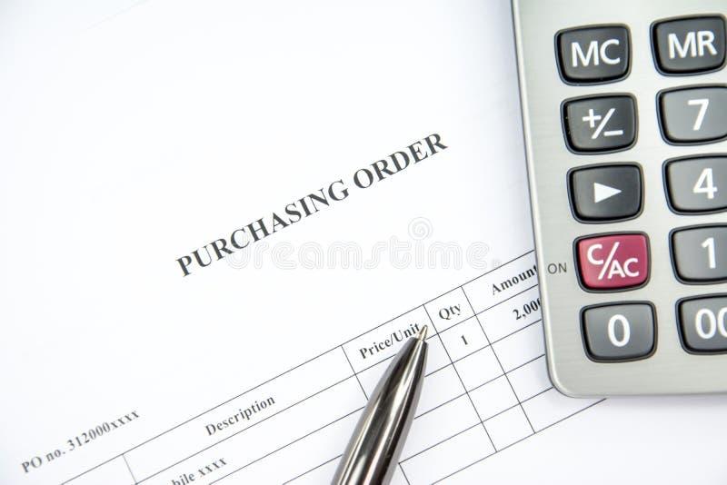 等待对在白色背景的标志的商业文件购买订单 免版税库存照片