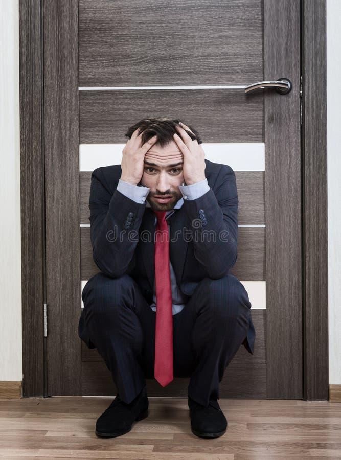 等待工作面试的不安全的人 库存图片