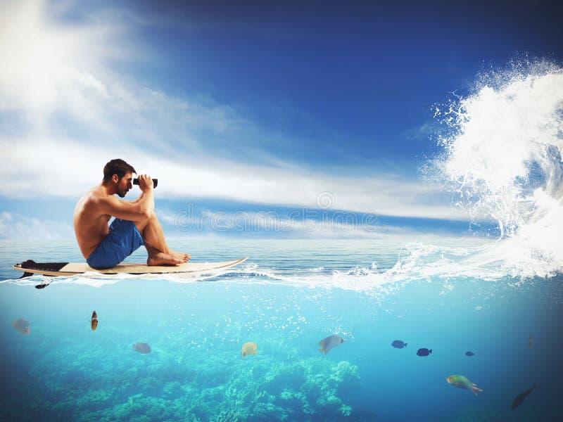 等待波浪的冲浪者 免版税库存照片