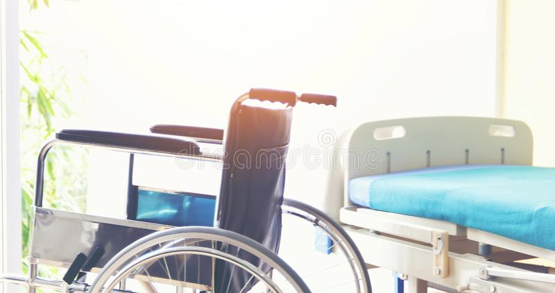 等待耐心服务的轮椅在医院 库存照片