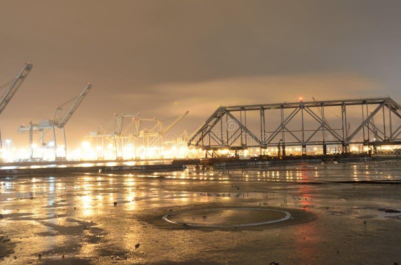 等待被折除的奥克兰旧金山湾的桥梁的片断运输 免版税库存图片