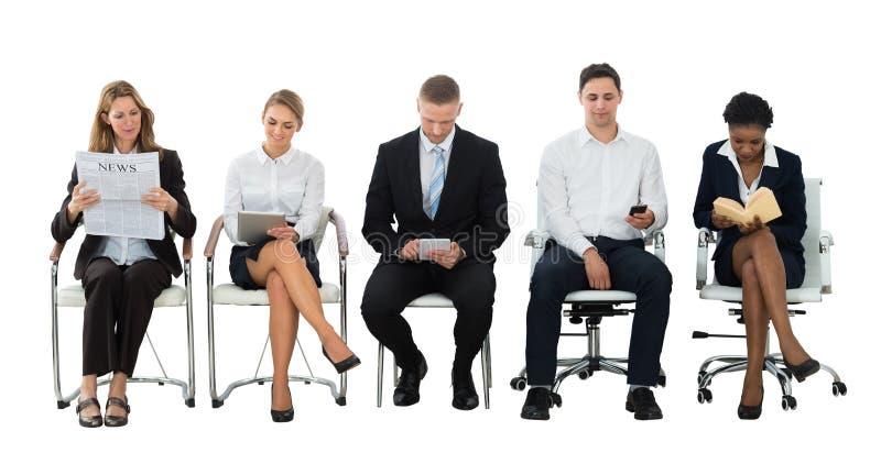 等待采访的小组买卖人 免版税库存照片