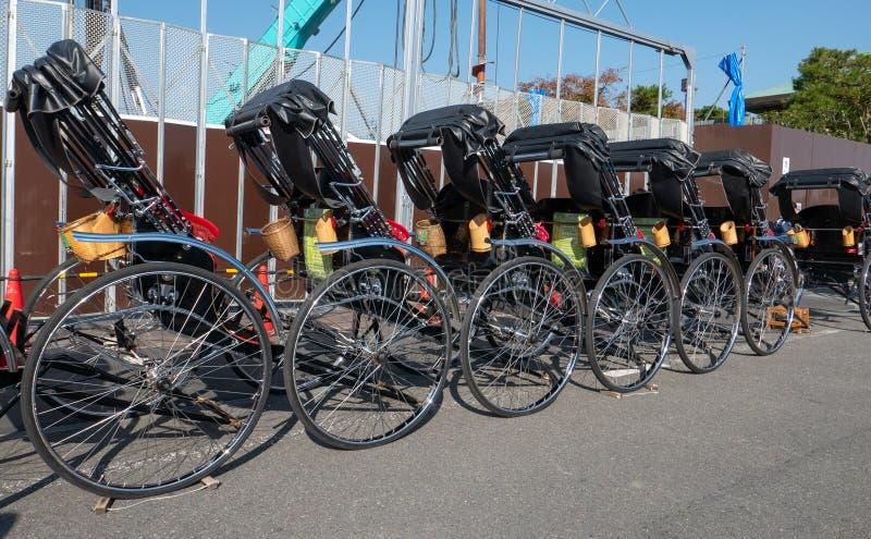 等待顾客的人力车在Arashiyama 免版税库存图片
