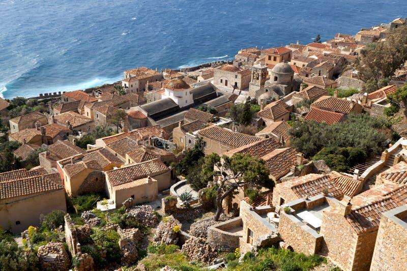 筑堡垒于的希腊monemvasia村庄 免版税库存图片