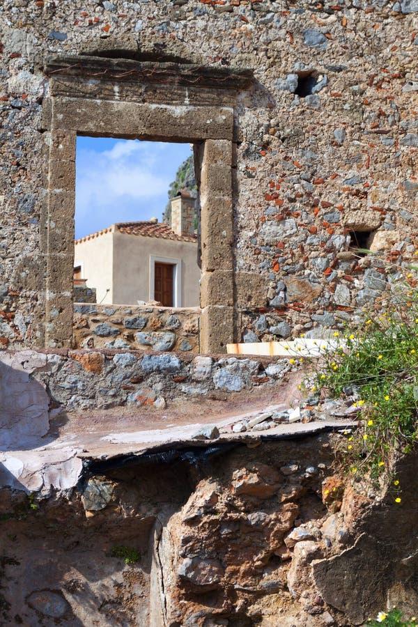 筑堡垒于的希腊monemvasia村庄 库存图片
