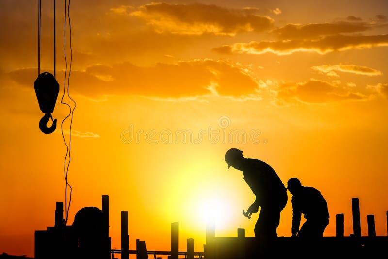 建筑工人剪影  图库摄影