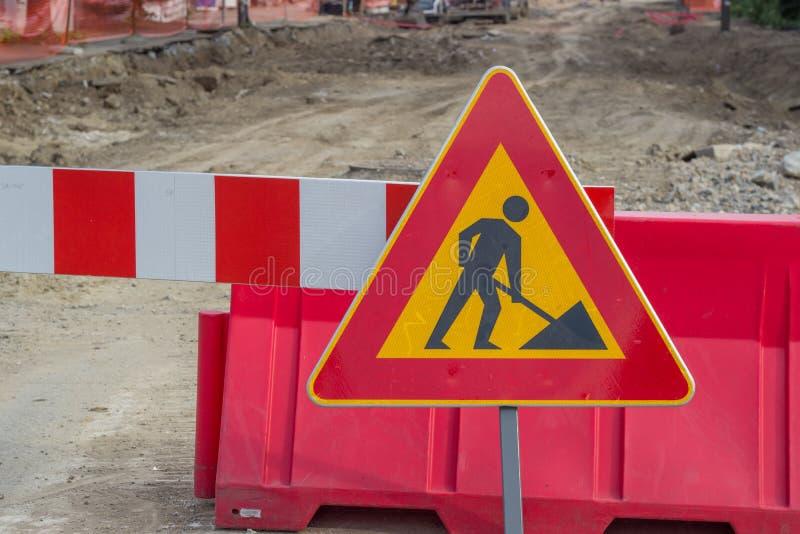 建筑工作的交通标志在街道 免版税图库摄影