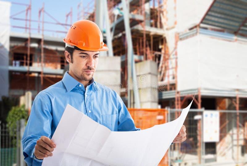 建筑师在工作在建造场所 免版税库存照片