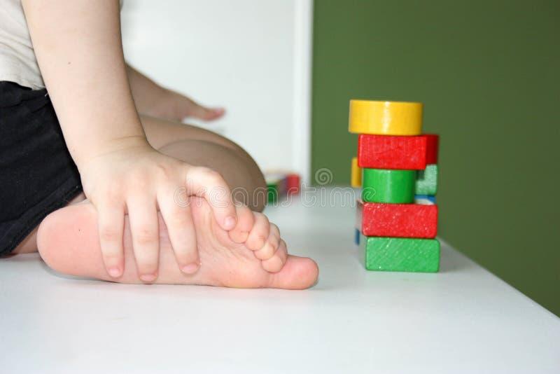年轻建筑的概念 儿童修造 免版税库存图片