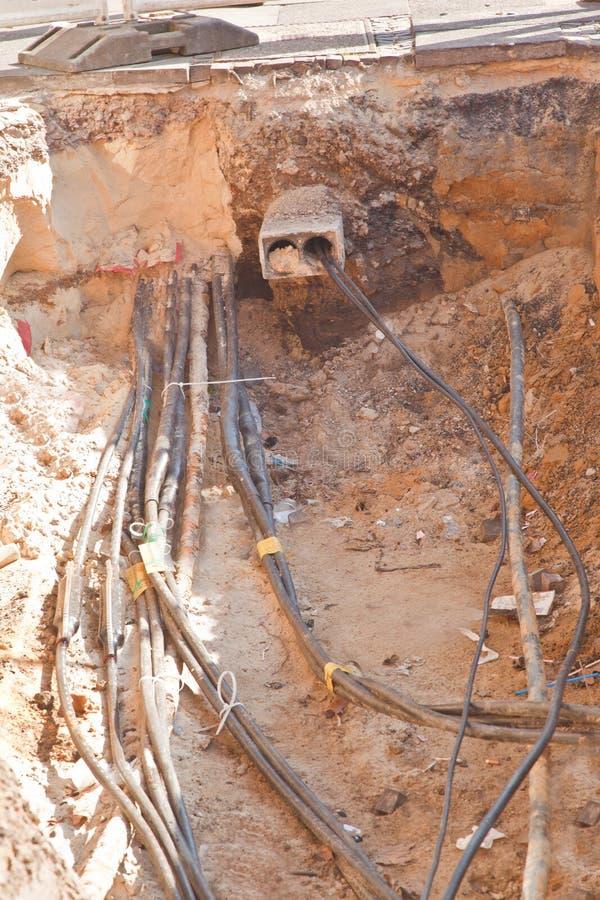 Download 建筑边 库存照片. 图片 包括有 光学, 导体, 电汇, 电缆, 涂柏油的, 位置, 沙子, 开掘, 线路 - 30327668