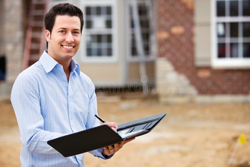 建筑:快乐的房地产开发商 免版税库存照片