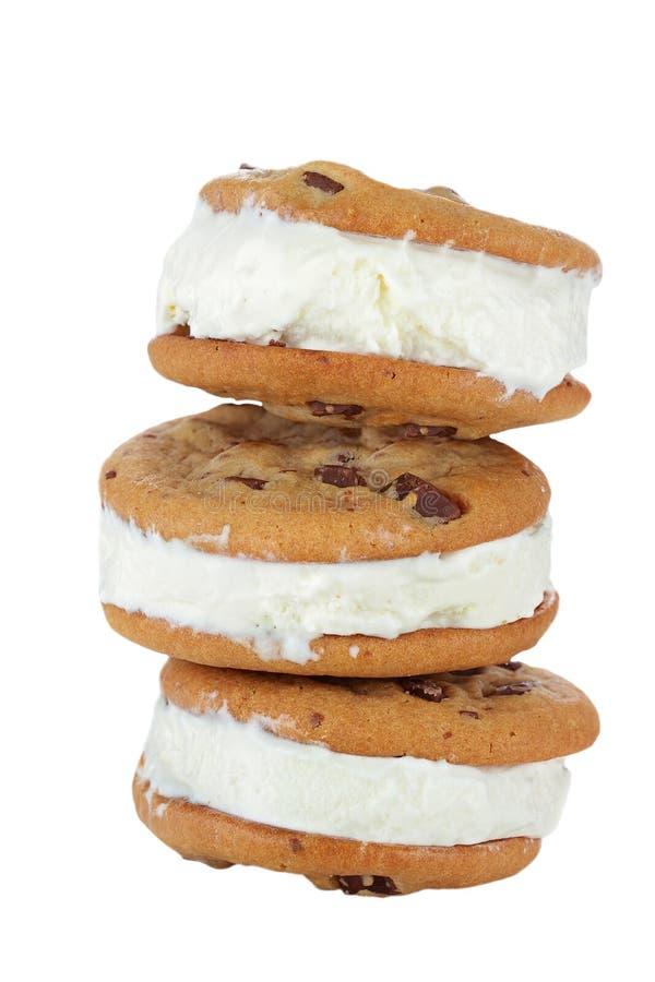 筹码巧克力曲奇饼奶油冰三明治 免版税库存图片