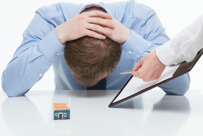 签合同的商人提供的伙伴 库存图片