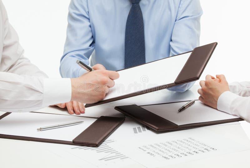 签合同的经理 免版税库存图片