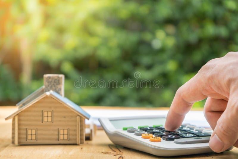 签署合同买进卖出房子的事务 免版税图库摄影