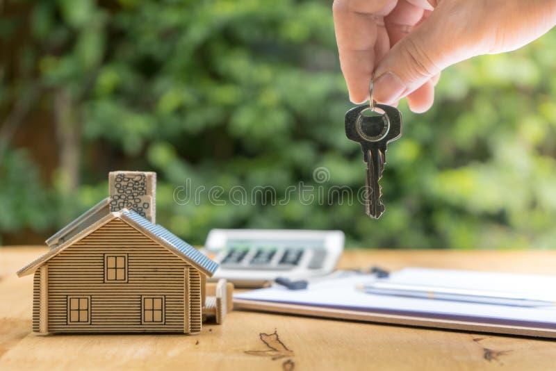 签署合同买进卖出房子的事务 库存图片