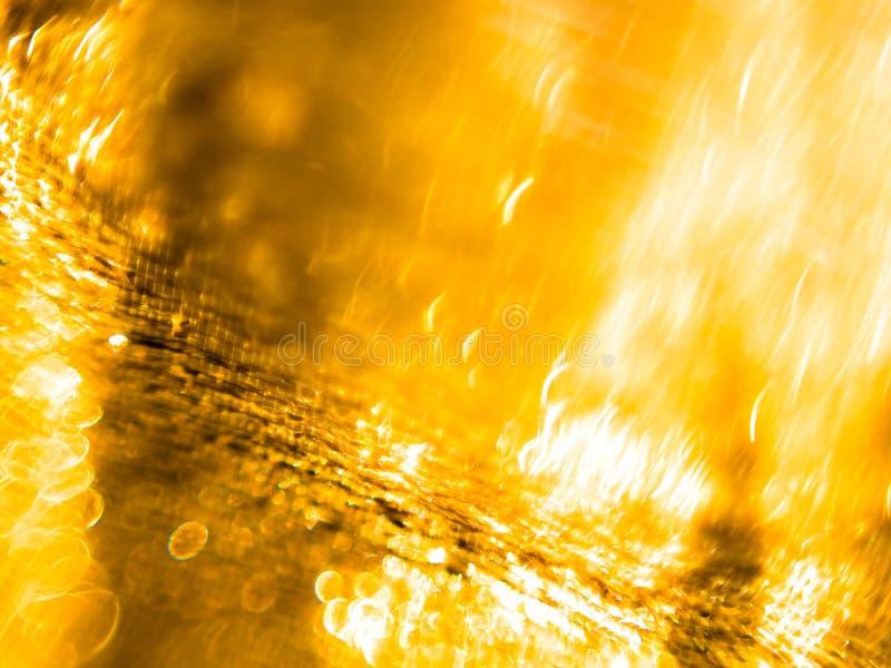 简单和minimalistic选择聚焦、金黄织品背景与闪烁作用庆祝的,除夕或者圣诞节 免版税库存图片