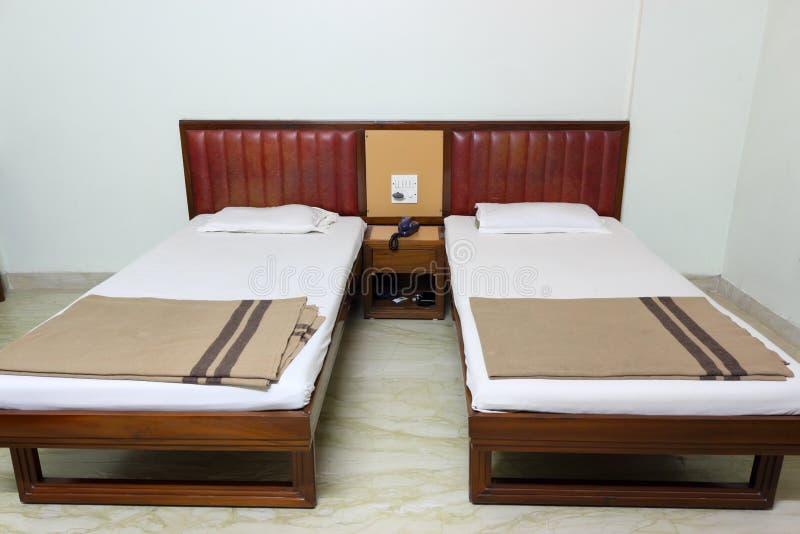 简单的卧室,家庭内部 免版税库存照片