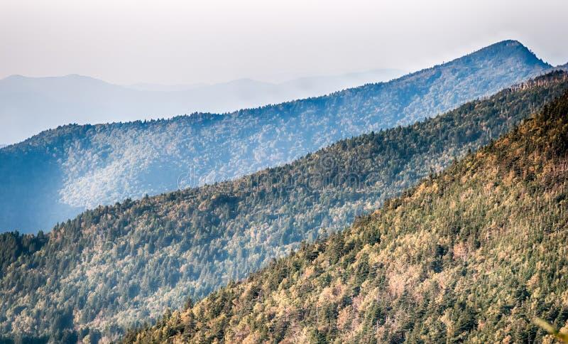 简单的层数在日落- nat发烟性的山的Smokies 免版税图库摄影
