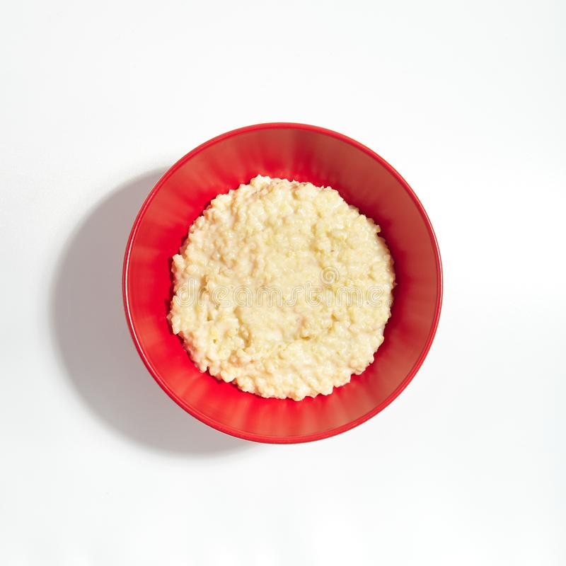 简单的御谷粥或Proso稀饭用牛奶 库存照片