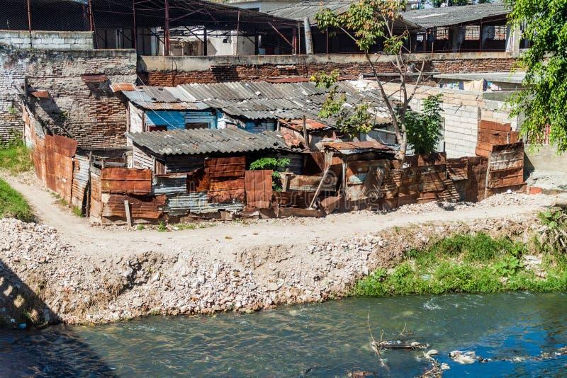 简单的恶劣的小屋在圣塔克拉拉,古芝 免版税库存照片