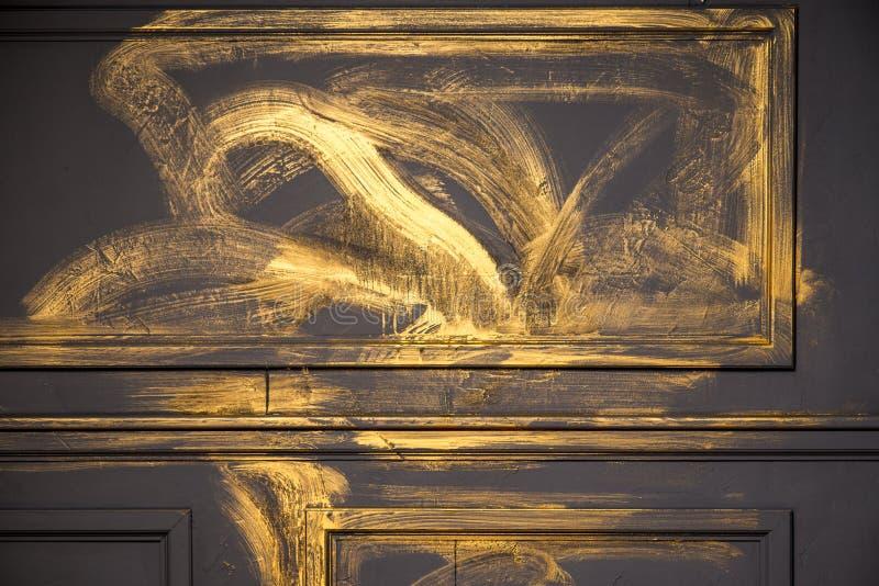 简单的经典样式金墙壁 图库摄影