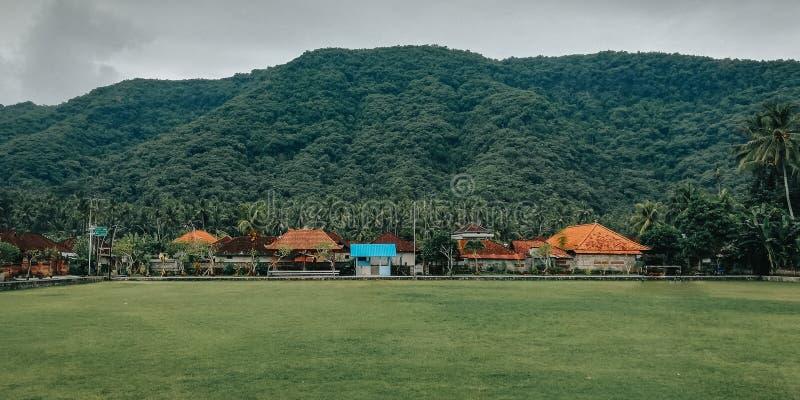 简单的足球场,与一个自然设置,在村庄巴厘岛印度尼西亚2 免版税库存图片
