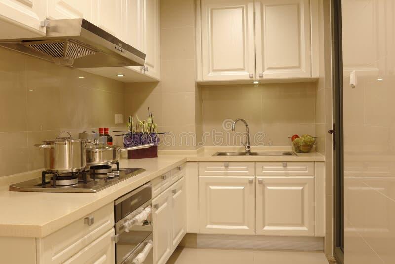 简明和活泼的多功能厨房 图库摄影