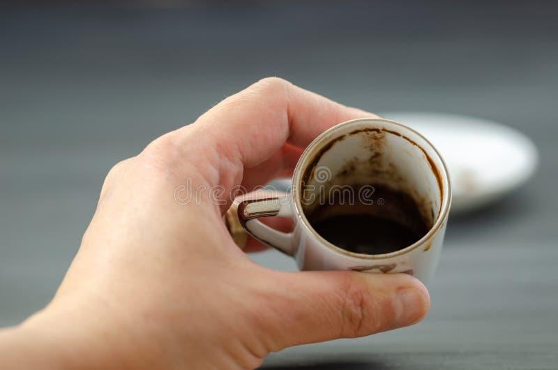 算命者用土耳其咖啡 库存照片