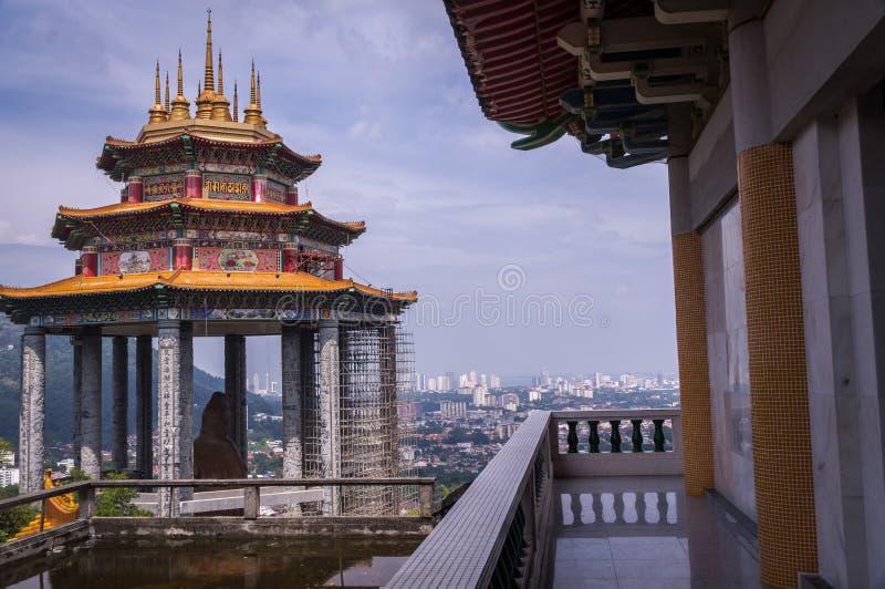 管国在Kek Lok Si寺庙槟榔岛,马来西亚的yin雕象 免版税图库摄影