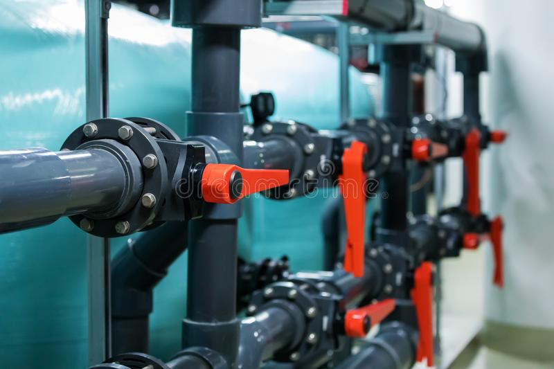 管子和阀门在工厂设备 免版税库存图片