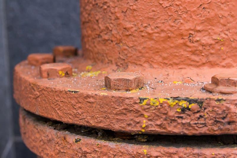 管子的圆的连接气油安装边缘给予力量有强有力的螺栓特写镜头工业背景 库存图片