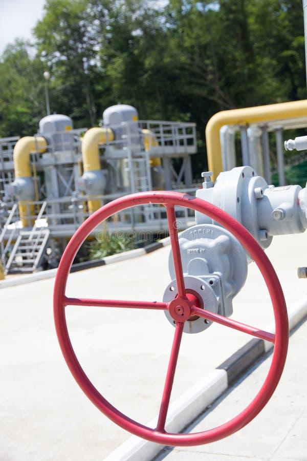管子能源厂和阀门 库存图片