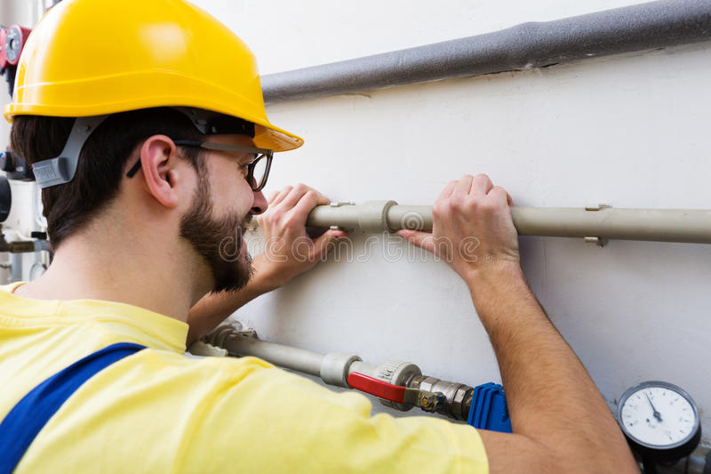 水管工与管道一起使用 库存图片
