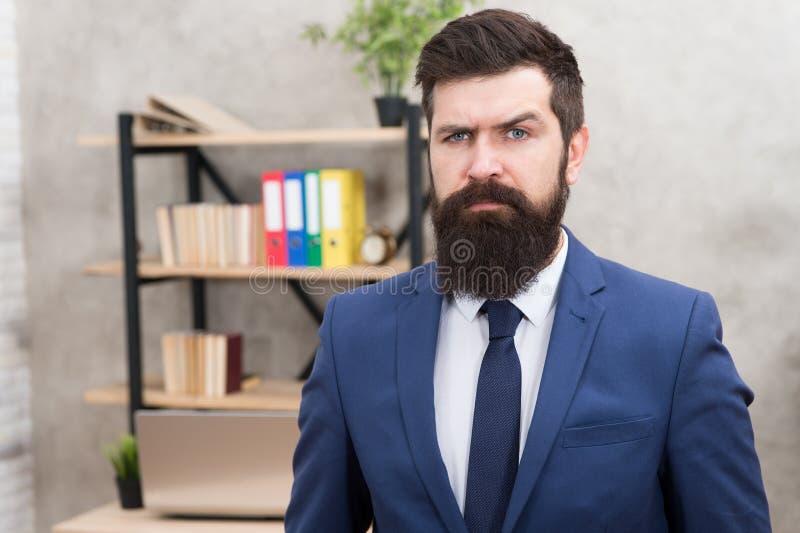 管理公司 E ?? 征兵人员专业职业 人有胡子的总经理上司在办公室 免版税库存图片