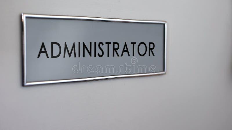 管理员办公室门书桌特写镜头,公司概念在公司,官僚中 库存照片