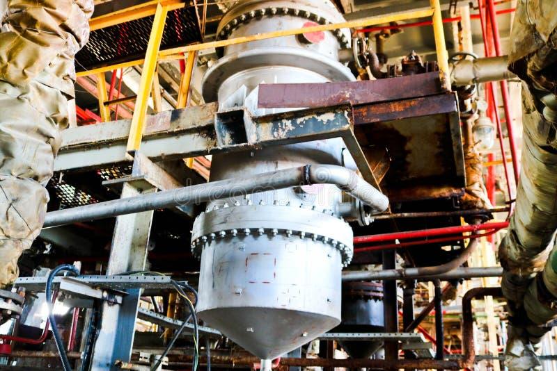 管道、泵浦、坦克、热转换器、耳轮缘和阀门的化学过程设备修理在化学制品 库存照片