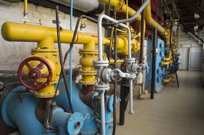 管道和配件运行在天然气的锅炉的 库存图片